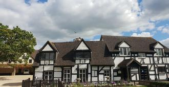 The Thatch Inn - Gloucester - Building