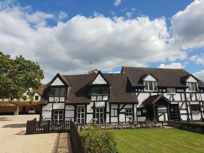 The Thatch Inn - Gloucester - Building