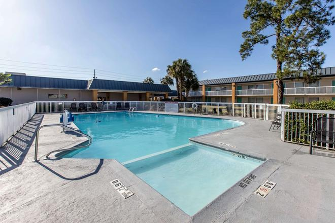 Quality Inn & Suites Conference Center - Thomasville - Pool