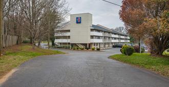 Motel 6 Charlotte Coliseum - Charlotte - Toà nhà