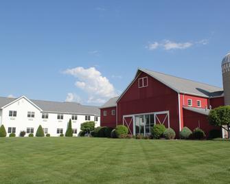 Farmstead Inn & Conference Center - Shipshewana - Building