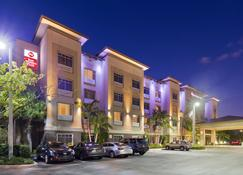 Best Western Plus Miami Airport North Hotel & Suites - Miami Springs - Edifício