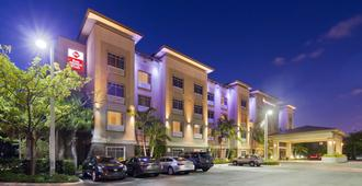 Best Western Plus Miami Airport North Hotel & Suites - Miami Springs