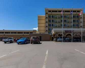 Clarion Hotel Convention Center - Minot - Building