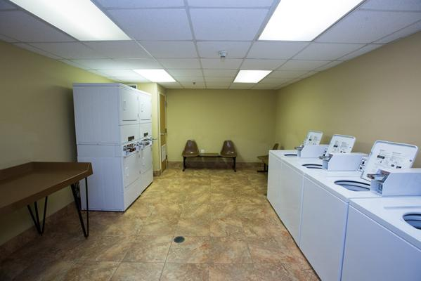 Ocean Drive Beach and Golf Resort - North Myrtle Beach - Laundry facility