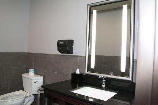 Best Western Plus Olathe Hotel - Olathe - Bathroom