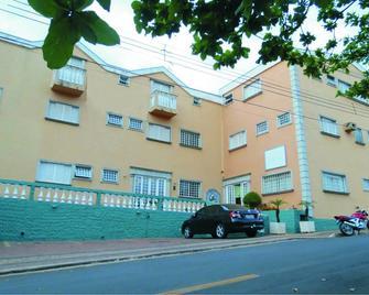 La Villa Hotel - Rio Claro - Gebäude