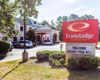 Econo Lodge Inn & Suites - Marietta - Building