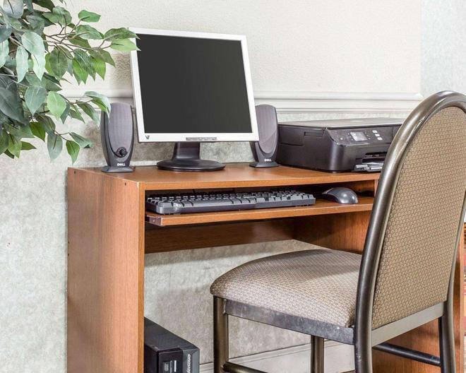 Econo Lodge Inn & Suites - Marietta - Business center