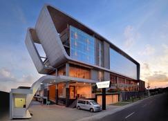 The Atrium Hotel and Resort Yogyakarta - Yogyakarta - Building