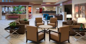 Ramada by Wyndham Kissimmee Gateway - Kissimmee - Lobi