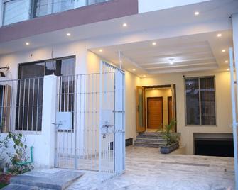 Pakeeza One Hotel - Láhaur - Building