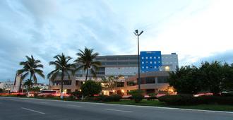 One Puerto Vallarta Aeropuerto - Pto Vallarta - Edificio