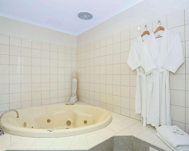 Quality Inn & Suites The Menzies - Ballarat - Kylpyhuone