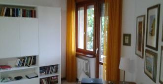 B&B Casa Batà - Macerata - Servicio de la habitación