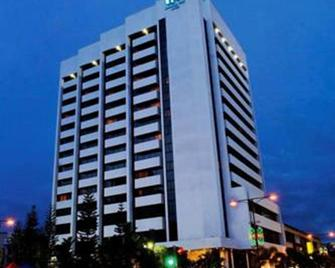 Harbour View Hotel - Kuching - Building