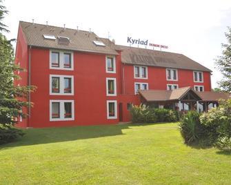 Kyriad Design Enzo Montlucon - Saint-Victor - Edificio