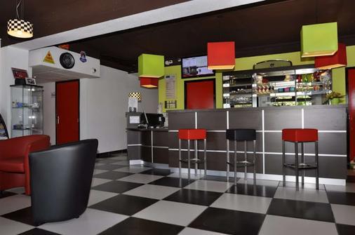 Kyriad Design Enzo Montlucon - Saint-Victor - Bar