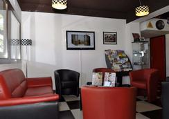 Kyriad Design Enzo Montlucon - Saint-Victor - Lounge