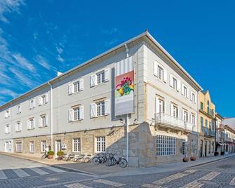 Hotel Meira - Камінья - Building