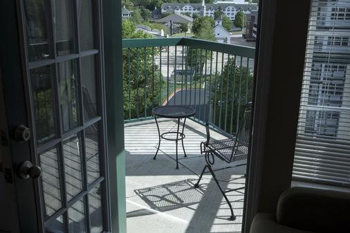 Carriage Place by Capital Vacations - Branson - Balcony