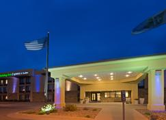Holiday Inn Express Hotel & Suites Colby, An IHG Hotel - Colby - Building
