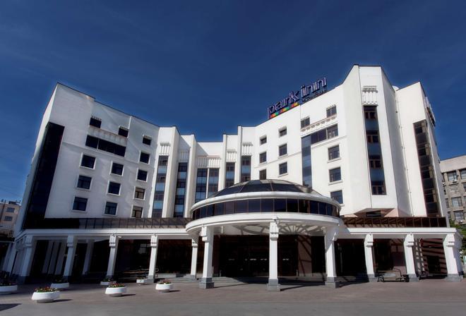 Park Inn by Radisson Ekaterinburg - Yekaterinburg - Building