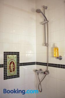 The Telstar - Exeter - Bathroom