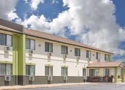 Baymont by Wyndham Ames - Ames - Building