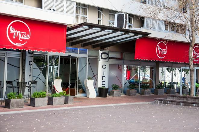 Circa On The Square Hotel - Cape Town - Building