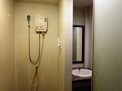 Everest Boutique 8 Inn - Bangkok - Bathroom