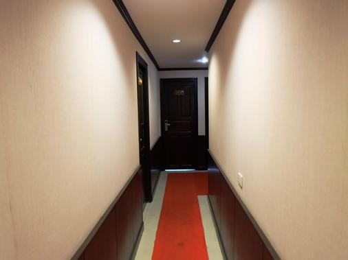 Everest Boutique 8 Inn - Bangkok - Hallway