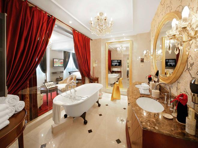 Sofitel Legend Metropole Hanoi - Hanoi - Bathroom