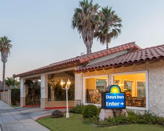 Days Inn by Wyndham Camarillo - Ventura - Камарільйо - Building