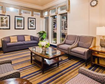 最佳西方卡斯卡迪亞酒店 - 艾弗里特 - 埃弗里特 - 客廳