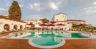 Villa Tolomei Hotel & Resort - Florencia - Piscina