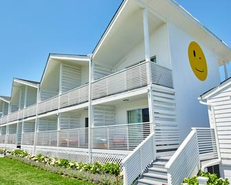Hero Beach Club - Montauk - Building
