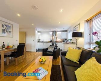 Borehamwood - Spacious Apartment - Borehamwood - Living room