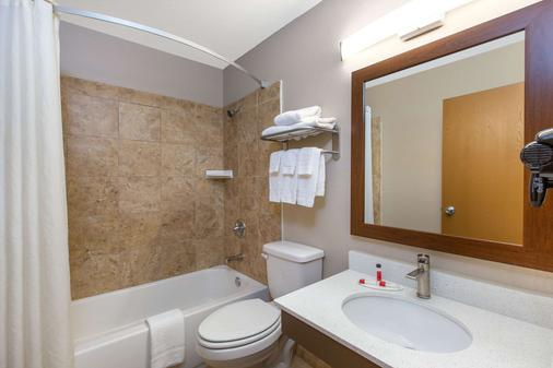 Super 8 by Wyndham Chattanooga Lookout Mountain TN - Chattanooga - Bathroom