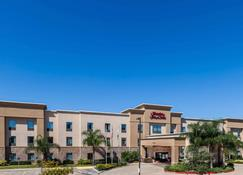 Hampton Inn & Suites Lake Jackson-Clute - Clute - Building