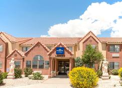 Microtel Inn & Suites by Wyndham Gallup - Gallup - Building