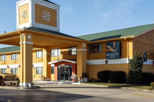 Quality Inn - Ozark - Building