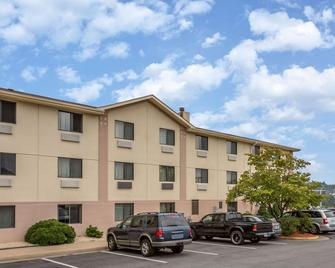 Super 8 by Wyndham Dumfries/Quantico - Dumfries - Building