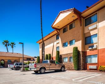 Best Western Plus Executive Inn & Suites - Manteca - Building