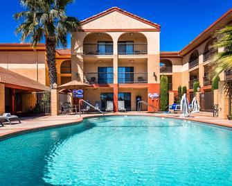 Best Western Plus Executive Inn & Suites - Manteca - Pool