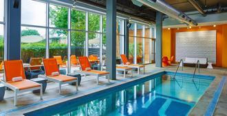 ألوفت هوستن باي ذا جاليريا - هيوستن - حوض السباحة