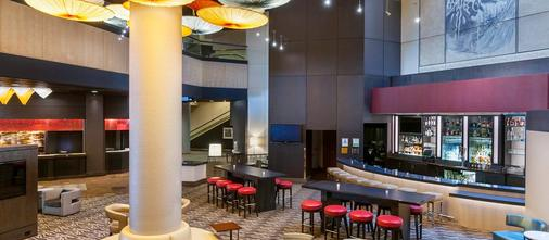 DoubleTree by Hilton Los Angeles Downtown - Los Angeles - Bar