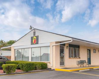 Super 8 by Wyndham Centerville-Richmond - Centerville - Building