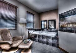 Podollan Inn & Spa - Grande Prairie - Grande Prairie - Bathroom
