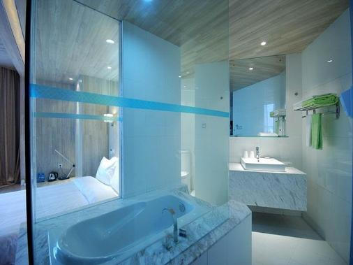 Designer Hotel - Dongguan - Bathroom